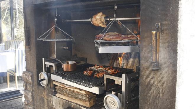箱根ハイランドホテル ラ・フォーレ - 外観写真:レストラン自慢のガーデンブロッシュ。ロティサリー、スモーク、グリルとメインデッシュにあった調理法でお愉しみいただけます。