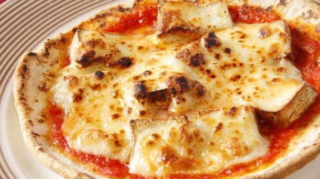 パスト エ ビバンド ガク - 料理写真:自家製生地を使った『スモークチーズのピッツア』