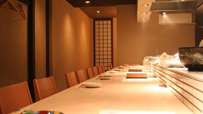 旬菜 いまり - 内観写真:落ち着いた白木のカウンター