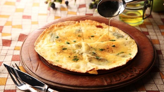 HEIJOUEN - 料理写真:人気のゴルゴンゾーラとはちみつのピッツァ。