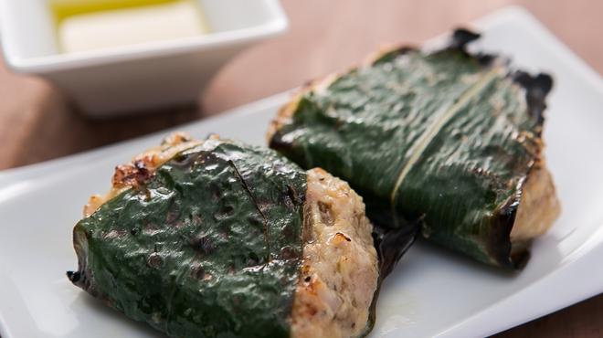 ワインノルイスケ - 料理写真:【トリュフつくね】ローズマリーと笹、そしてトリュフの香る超粗挽きの自家製つくね。肉汁があふれます!