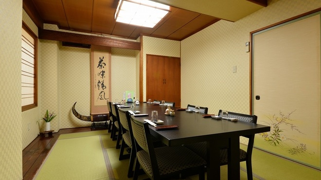 鮨金 - 内観写真:テーブル席の個室もございます。