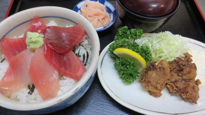 鮪小屋本店 - 料理写真:三色丼定食              色んな味が楽しめます