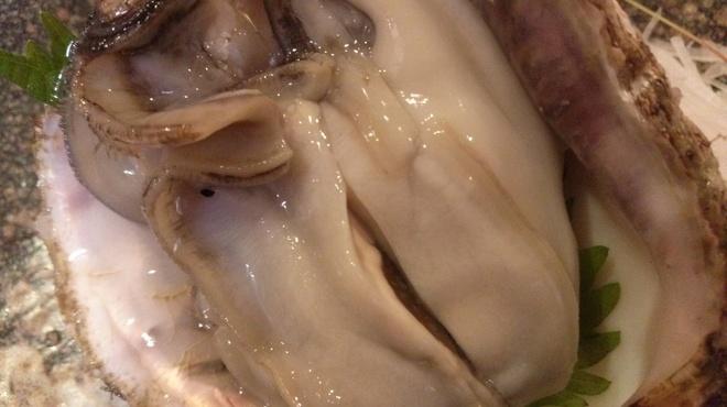 味処 進 - 料理写真:今がシーズンの鳥取県産岩ガキです。