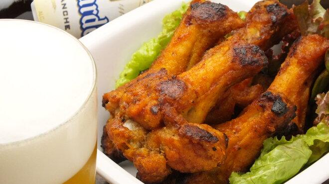 橋の下 - 料理写真:ビールとの相性バッチリのバッファローチキンウイング!700円