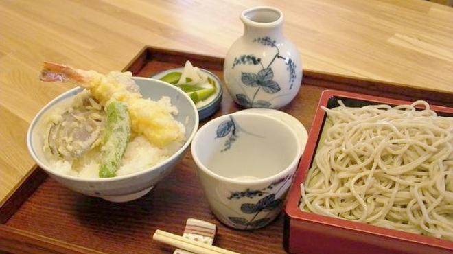 蕎誠庵あさひ - 料理写真:【ランチメニュー】ミニ天丼のそば定食(950円)