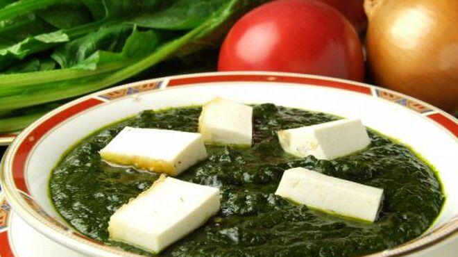 プリヤ - 料理写真:【パラックパニール¥1500】 自家製の濃厚なチーズとホウレン草のカレーはヘルシーで美肌効果も・・・!