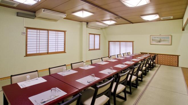 割烹よし田 - 内観写真:接待に最適な個室完備