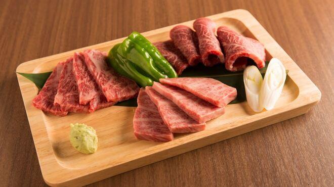 牛8 - 料理写真:特選盛り3種