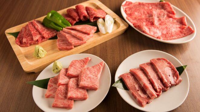 牛8 - 料理写真:お肉は全て厳選黒毛和牛のメス牛のみ使用