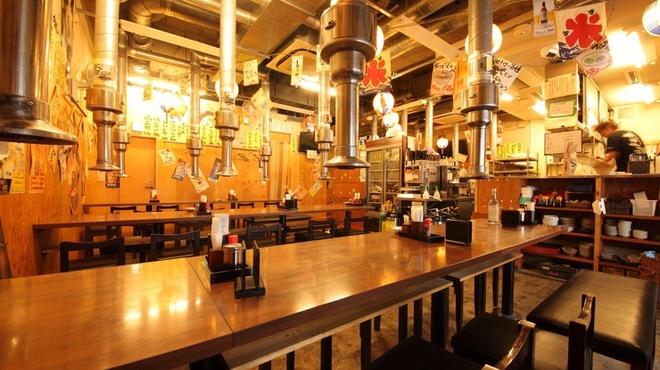 鉄ノ四 - 内観写真:リーズナブルに美味しく。職人の手仕込み・手作りにこだわるお店