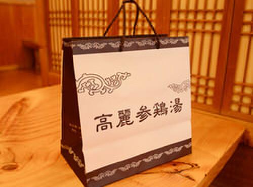 高麗参鶏湯 - 料理写真:当店では当日作った参鶏湯をお持ち帰りできます。※キムチ・カクテキ付