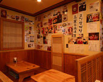 高麗参鶏湯 - 内観写真:正当な味とサービス、感動と信頼を与える真正なブランドとして、高麗漢方参鶏湯は日本のみなさまに気に入っていただけるよう努力いたします。