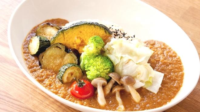 自然食カフェ&バー ナチュラル クルー - 料理写真:代謝アップ。季節野菜がのった人気の薬膳カレー。