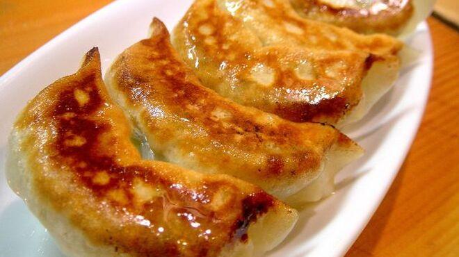 げんき屋 - 料理写真:ジューシーな味わいの自慢の餃子も是非ご賞味下さい。
