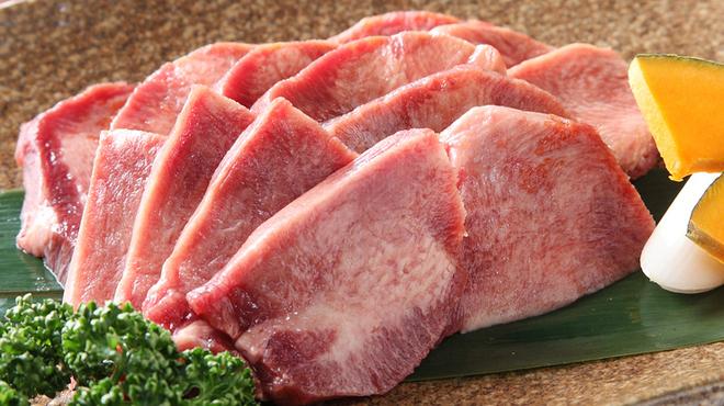仙次郎 - 料理写真:極上の柔らかさがたまらない『牛上タン塩』
