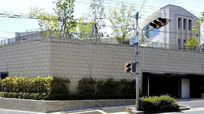 寿司上野坂 - 外観写真:上野坂1交差点より外観撮影