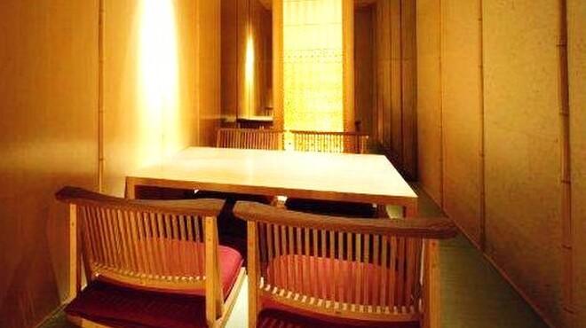 寿司上野坂 - 内観写真:床暖掘りこたつ式個室(4席)