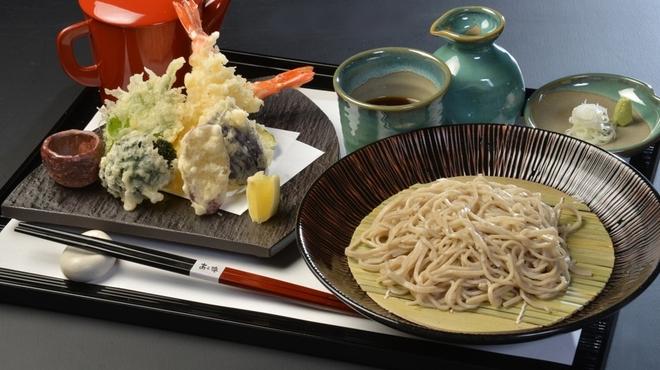 季節料理 あら珠 - 料理写真:車海老と旬菜の天ぷらそば