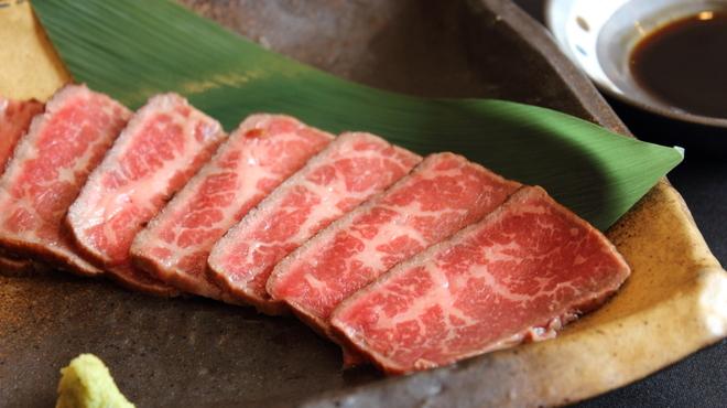 和牛焼肉ばっされ - 料理写真:牛とろ炙り焼きは他の肉にはない当店自慢の一品!あっさり醤油とわさびをそえてさっぱりとどうぞ。
