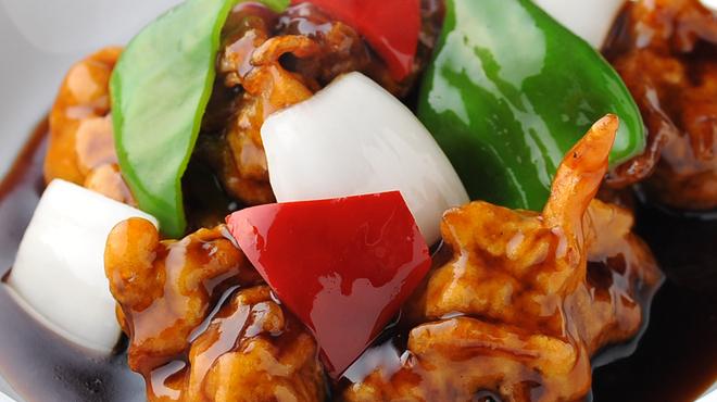 結華楼 - 料理写真:二時間煮込んで三時間蒸す 他では味わえないトロトロの黒酢の酢豚