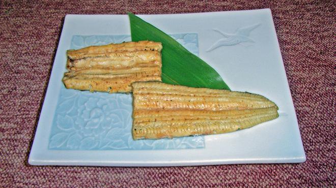 萬店 - 料理写真:白焼きは本来の味をシンプルにお召し上がりいただけます。