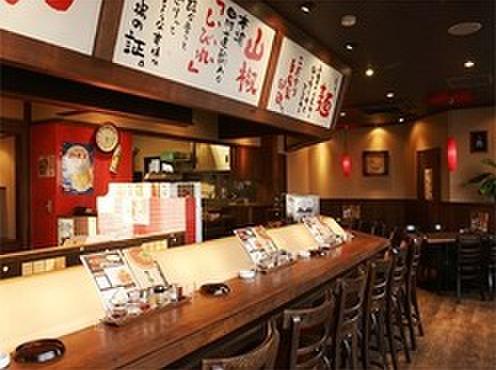 担々麺 錦城 - 内観写真:木目が基調の心地よい空間。カウンターがメインでひとりでも気軽に寄れます♪