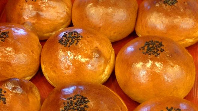 スペイン石窯パン工房 メリチェル - 料理写真:自家製つぶあんをたっぷり詰め込んだ「石窯ふっくらあんぱん」