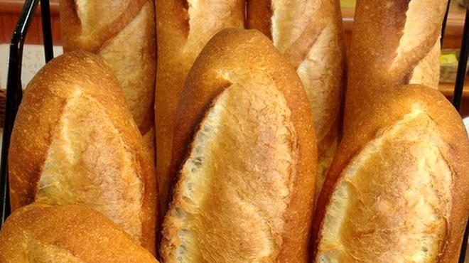 スペイン石窯パン工房 メリチェル - 料理写真:石窯で香ばしく焼き上げた「石窯バタール」と「石窯バゲット」