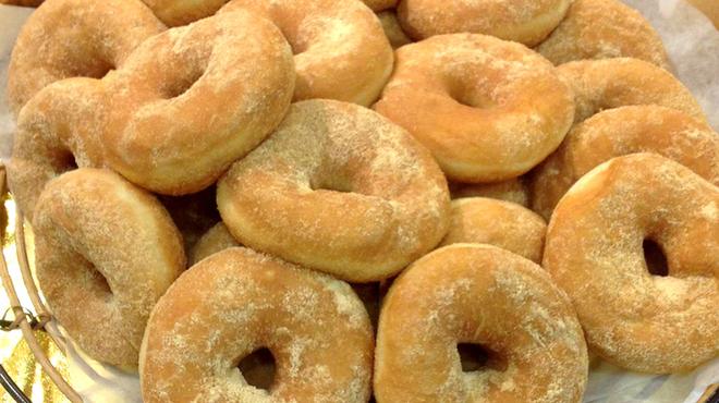 スペイン石窯パン工房 メリチェル - 料理写真:もちもち食感がたまらない揚げドーナツにたっぷりきな粉!「もっちリング」