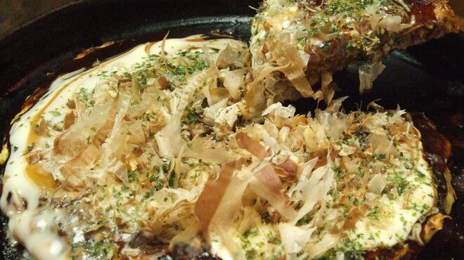 MARUYOSHI - 料理写真:お好み焼き 神戸の地ソースでどうぞ
