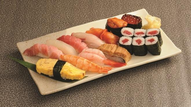 元禄鮨 - 料理写真:店主おまかせにぎり \2,800です。新鮮なネタは季節によって変わります。お楽しみに。