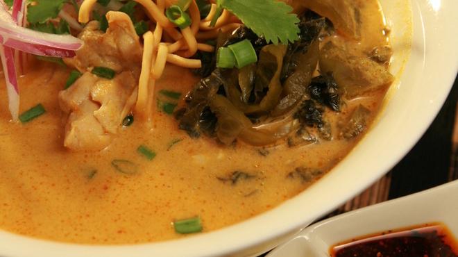 熱帯食堂 - 料理写真:ココナッツミルクカレーと麺の相性が抜群です。