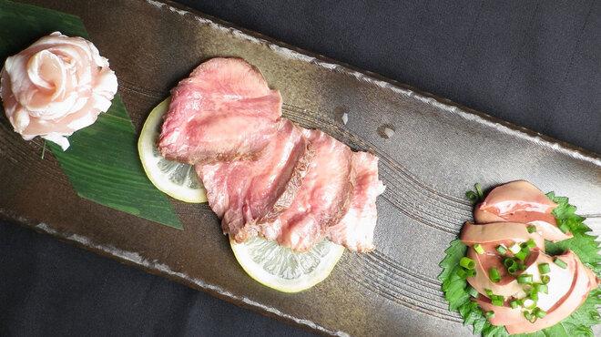 高庵 TOKYO - 料理写真:肉刺し三点盛り(馬タン・ささみ・白レバー)