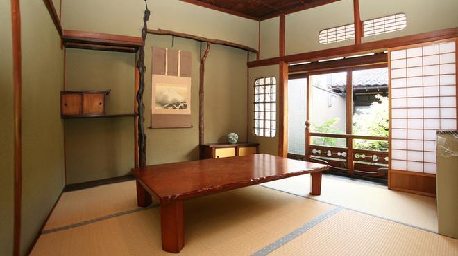 巴庵 - 内観写真:大小個室ありカジュアルな普段使いから接待・記念日などあらゆるシチュエーションに対応できます。