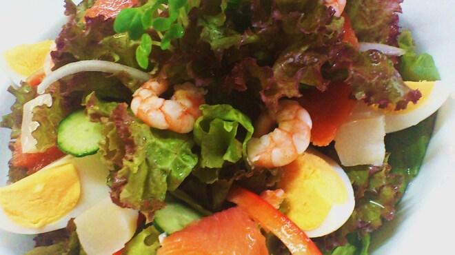 Vertigo - 料理写真:たっぷり野菜のニース風サラダ