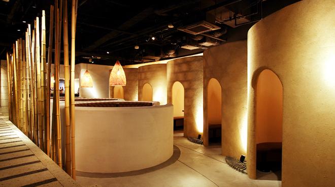隠れ房 - 内観写真:人気のかまくら個室から円卓まで多彩な席がございます。