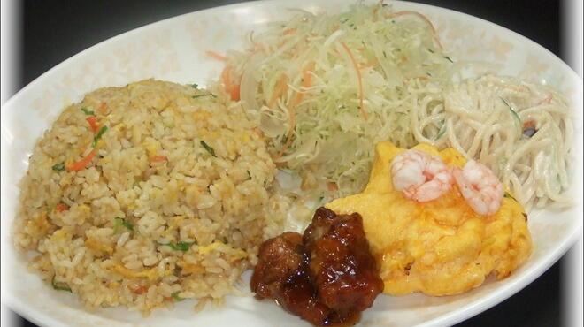 十八番 - 料理写真:焼めしデラックス(焼デラ)セット600円(大700円)