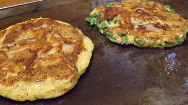 双月 - 料理写真:ひっくり返して美味しそうに焼けました。今も昔も変わらぬ先代の味をお楽しみ下さい♪