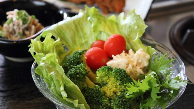 大海 - 料理写真:サラダも♪