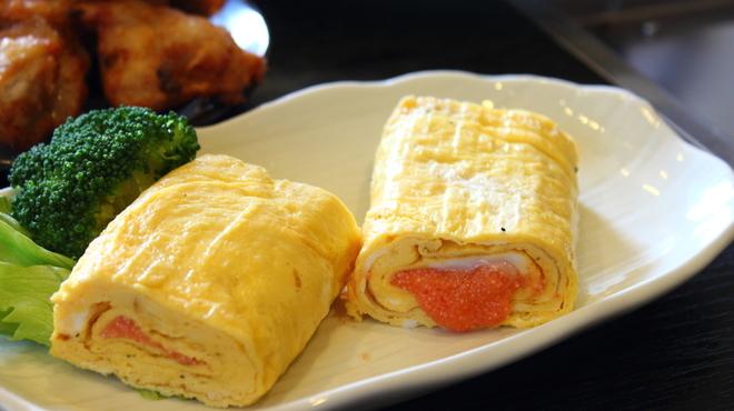 大海 - 料理写真:福岡名物明太子を巻いた明太玉子焼450円