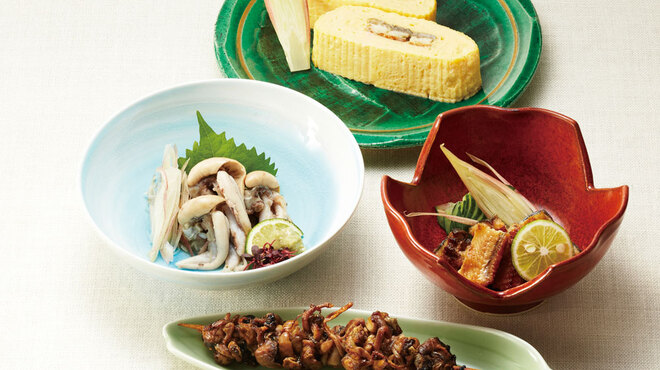 鰻萬 - 料理写真:(奥から)う巻き/うざく/肝わさ/肝焼き