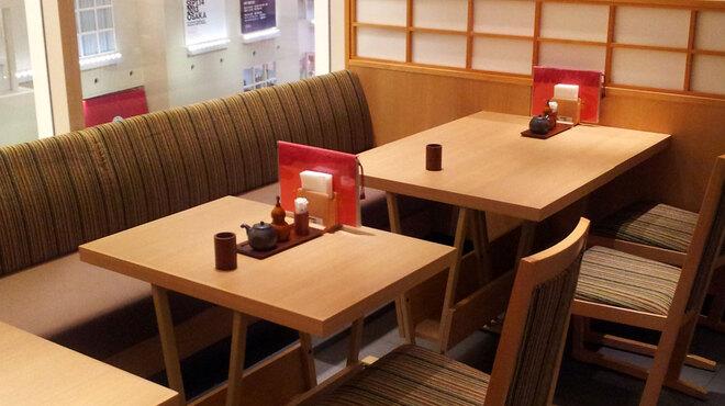 鰻萬 - 内観写真:店内は、広く落ち着いた和空間が広がります。