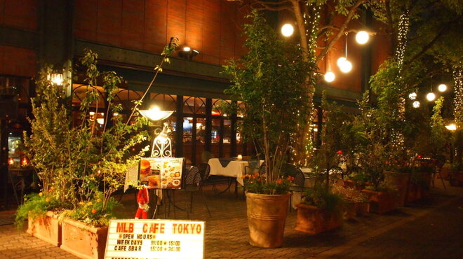 MLB Cafe Tokyo - 内観写真:テラス席