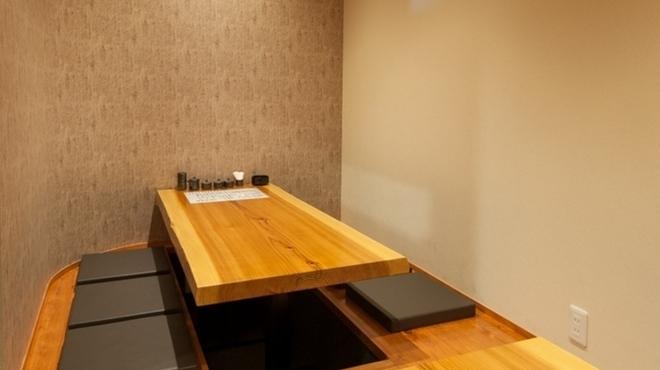 鶏扱説明所 - 内観写真:オシャレな空間でしっとりと、二人の時間を過ごすのもおすすめ