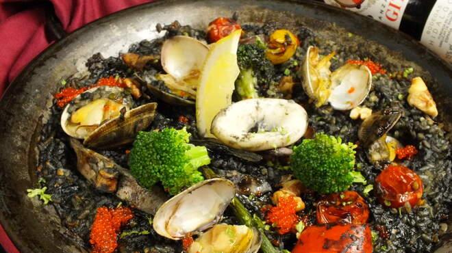 スペインバルエルソル - 料理写真:イカとアサリのイカ墨パエリア(新)