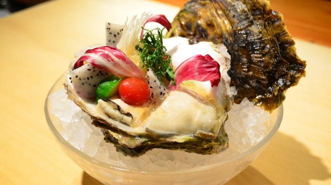 樽八 - 料理写真:天草産特大岩がき土佐酢のジュレがけ