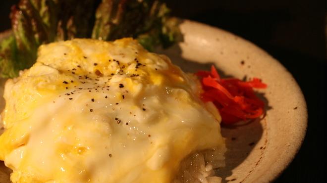 呑みきち - 料理写真:半熟卵のガーリックチャーハン