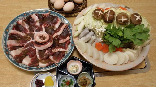 錦 - 料理写真:ボタン鍋(いのしし肉)丹波篠山から直送です。3日前までに予約お願いします。