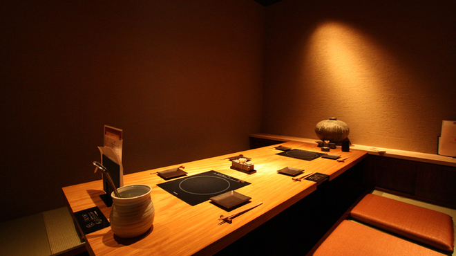 焼とりの八兵衛 - 内観写真:6名様まで座れる掘りごたつ完全個室席。ご接待などにもぜひ!
